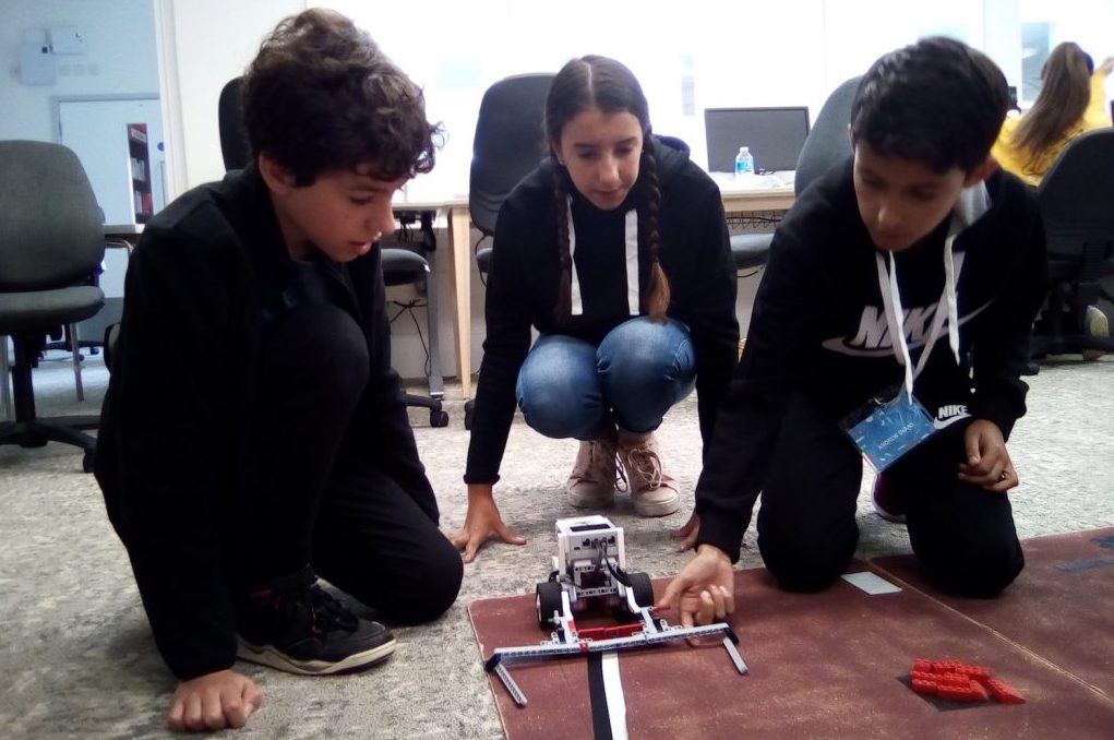 Photo of participants at Jacqueline Curry's Robotics workshop for Hastings Creative Summer